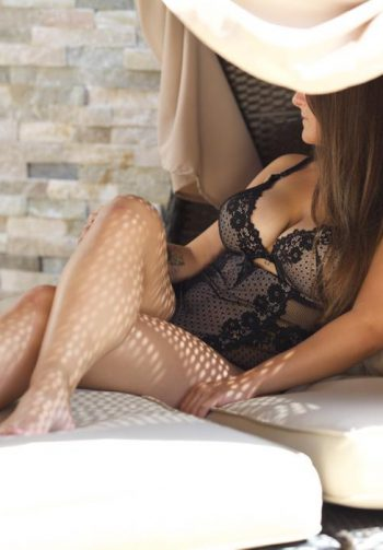Valerie – Busty Temptation